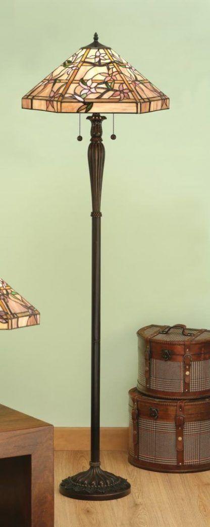 klasyczna lampa podłogowa ze szklanym kloszem