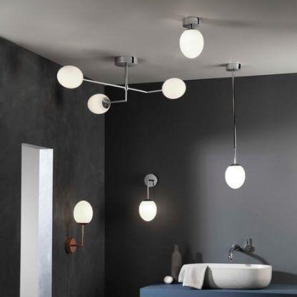 kolekcja lamp do łazienki szare ściany aranż