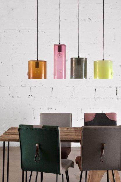 kolorowe lampy wiszące ze szkła nad stół aranżacja