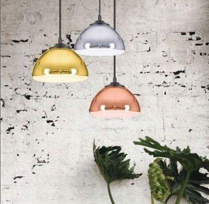 kolorowe metaliczne lampy wiszące industrialna aranż