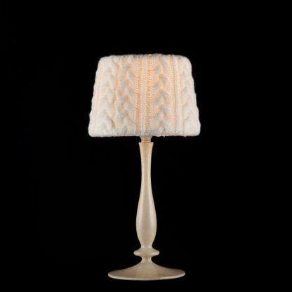 kremowa lampa stołowa do sypialni rustykalnej