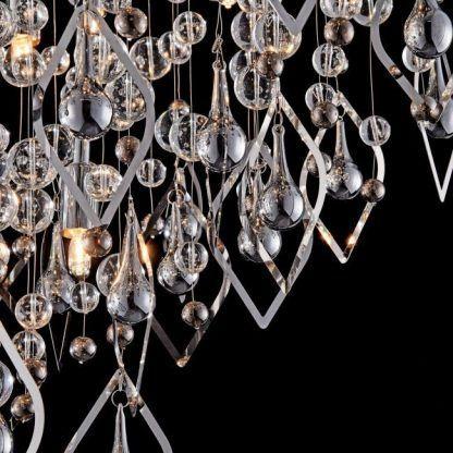 kryształy na lampie sufitowej - kulki i srebro