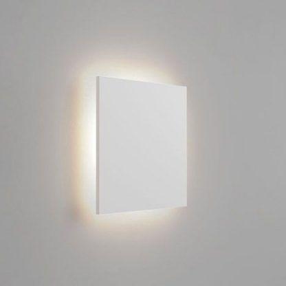Kwadratowy biały kinkiet w nowoczesnym stylu