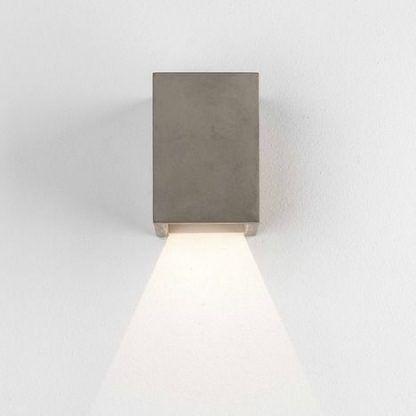 kwadratowy kinkiet brązowy w nowoczesnym stylu