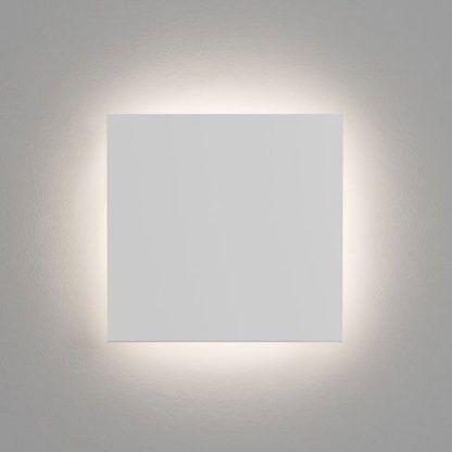 Kwadratowy kinkiet z oświetleniem LED do salonu