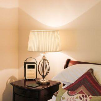 lampa do sypialni obok łóżka - aranżacja
