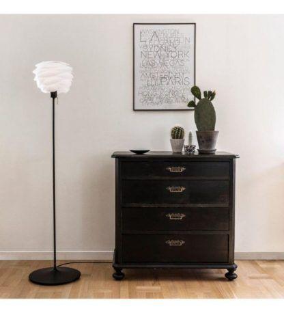 lampa podłogowa carmina na czarnej podstawie