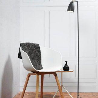 lampa podłogowa stojąca szara do drewnianej podłogi - inspiracje