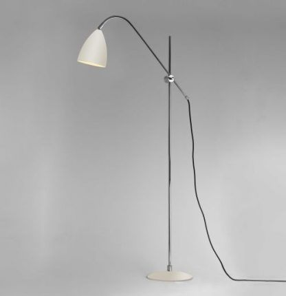 lampa podłogowa z cienką nogą - srebrna