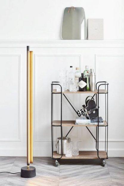lampa podłogowa z regulowaną nóżką nowoczesna