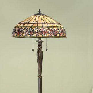 lampa podłogowa z witrażowym kloszem do salonu