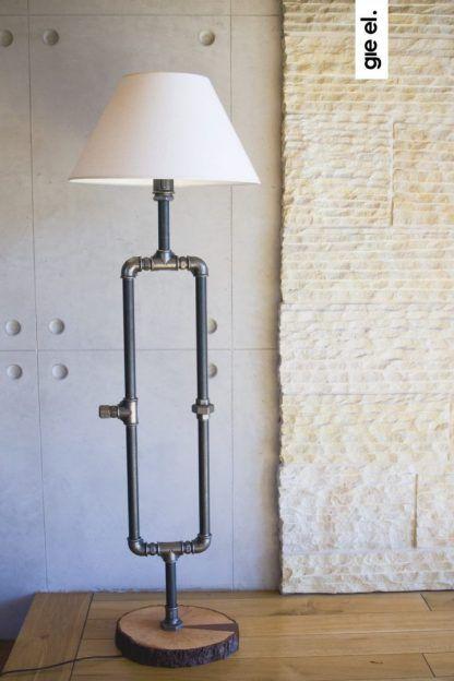 lampa ręcznie robiona ze stalowych rurek z abażurem
