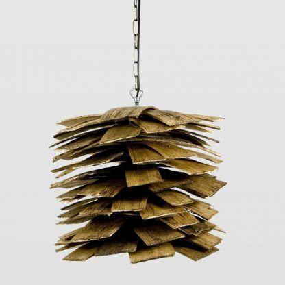 lampa scandi z listewek drewna - aranżacja salonu