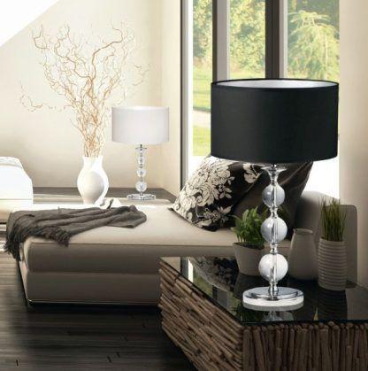 lampa srebrno czarna elegancka do salonu z drewnem