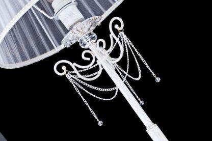 lampa stojąca z łańcuszkami i kryształami
