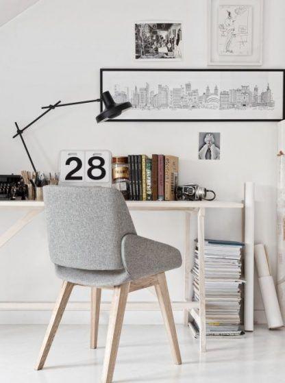 lampa biurkowa czarna do pracy - jasne pomieszczenie