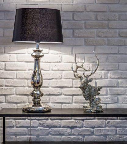 lampa stołowa do ściany z białej cegły - czarna i srebrna