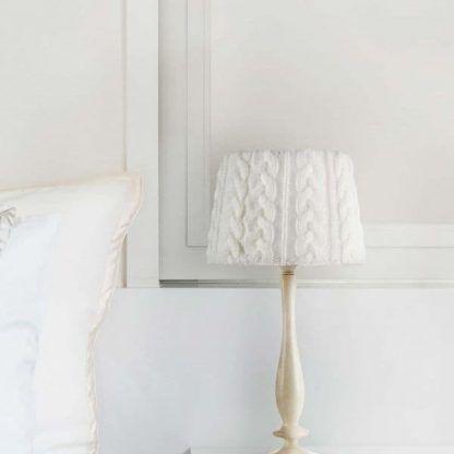 lampa stołowa do sypialni sweterkowy abażur