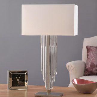 lampa stołowa z białym abażurem na niebieskim tle