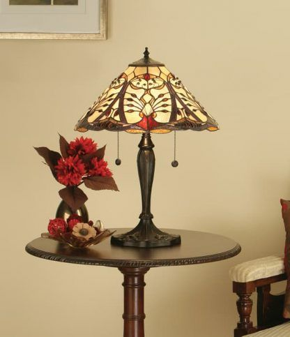 lampa stołowa z witrażowym kloszem beżowy salon