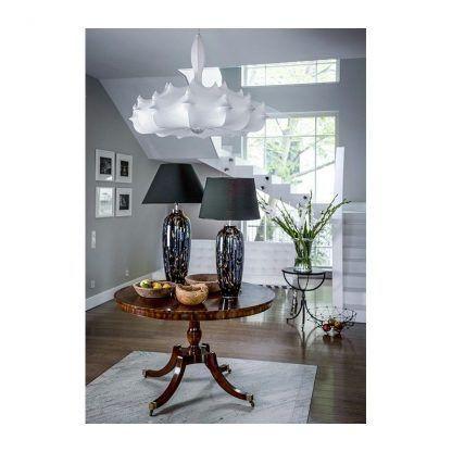 lampa stołowa ze szklaną podstawą duży salon