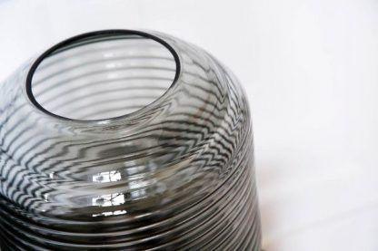 lampa stołowa ze szklanym kloszem słojem