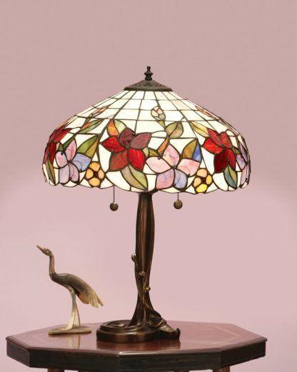 lampa stołowa ze zdobioną podstawą witrażowa
