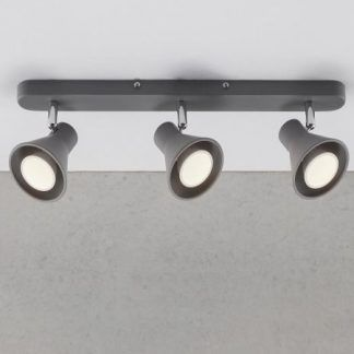 lampa sufitowa z trzema szarymi reflektorami na szynie