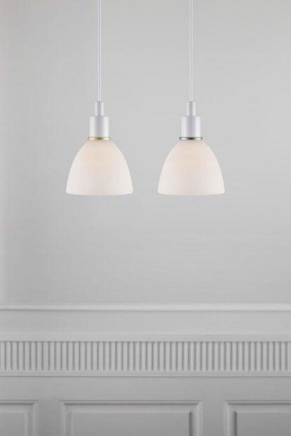 lampa wisząca biały klosz metaliczna obwoluta