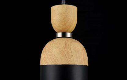 lampa wisząca czarna do połowy drewniana - nowoczesna