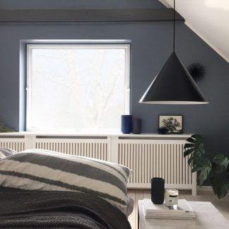 lampa wisząca czarna w kształcie stożka do sypialni