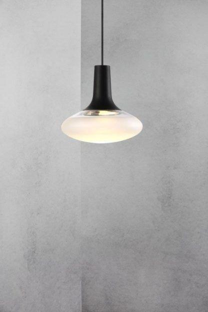 lampa wisząca czarna z zamkniętym kloszem