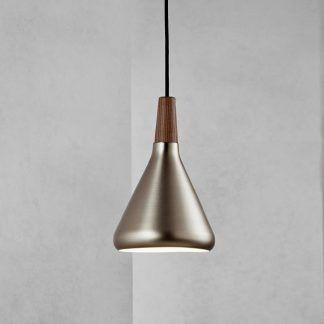 lampa wisząca do szarej ściany w salonie - złotawa
