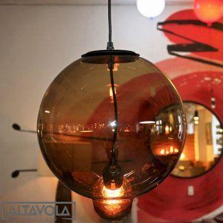 lampa wisząca kula z wystającą żarówką
