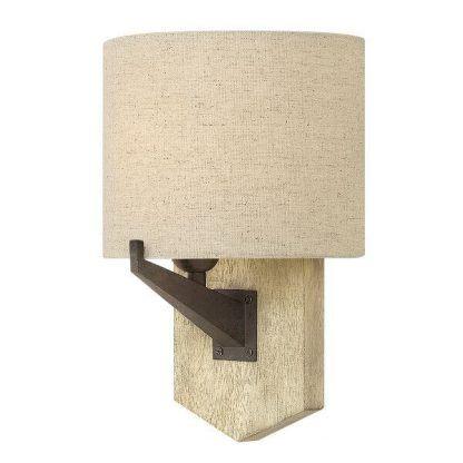 Lampa wisząca na drewnianej podstawie z beżowym abażurem