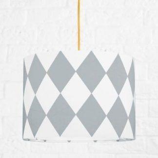 Lampa wisząca na złotym kablu z biało szarym abażurem