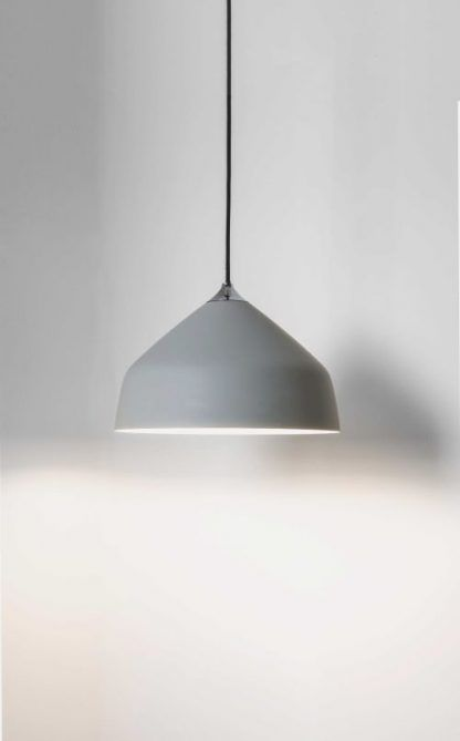 lampa wisząca nowoczesna z szarym kloszem i czarnym kablem