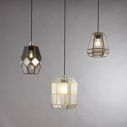 lampa wisząca szklana ze złotym kloszem