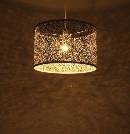 lampa wisząca w ażurowy wzór kwiatów romantyczna