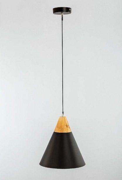 lampa wisząca z czarnym kloszem drewniany element