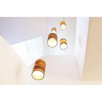 lampa wisząca z drewnianym kloszem wysoka tuba