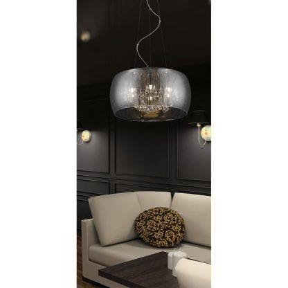 lampa wisząca z dużym kloszem do białej kanapy - salon ciemny