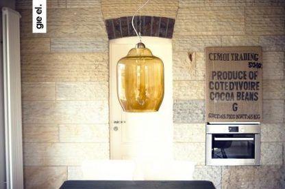 lampa wisząca z dużym kloszem szklanym - bursztynowa