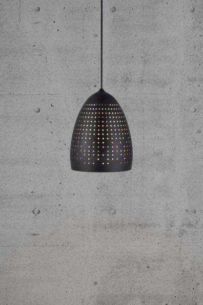 lampa wisząca z dziurkami w kloszu - czarna nowoczesna