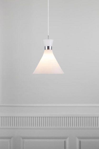 lampa wisząca z mlecznego szkła do jadalni
