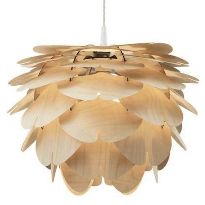 lampa wisząca z płatków drewna jak szyszka