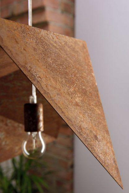 lampa wisząca z zardzewiałej blachy - naturalnie zniszczona