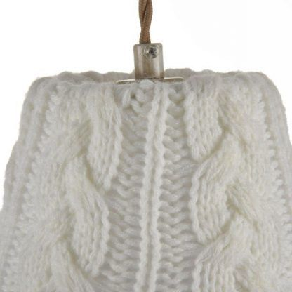 lampa wisząca ze sweterkowym jasnym abażurem