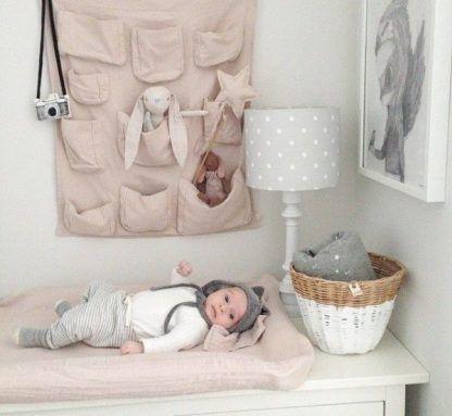 Lampa z abażurem w kropki do pokoju dziecięcego