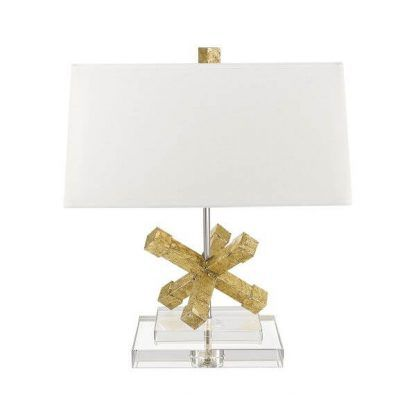 Lampa z białym abażurem i złotym elementem w podstawie